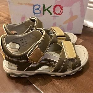BEEKO Boys Sandal Brand New Size 3.5